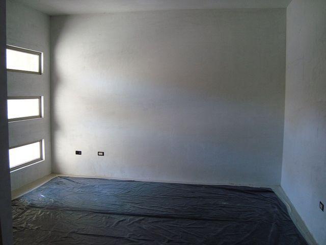Sala piso de toda la casa de porcelanato ventanas de for Pisos de porcelanato para sala