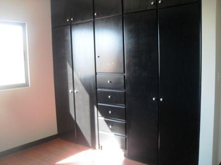 Closets en las dos recamaras de mdf estilo y color a for Closet para recamaras